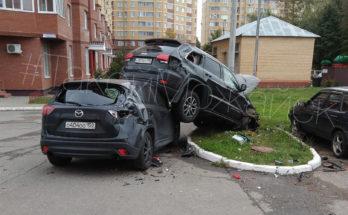 В Можайске водитель на джипе протаранил четыре авто