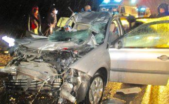 Водителя зажало в искореженном автомобиле из-за ДТП с Камазом