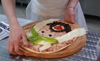 В Можайске слепили пиццу в честь неофициального символа мундиаля