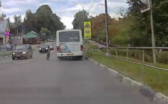 У автобуса отвалилось колесо во время движения в центре Можайска