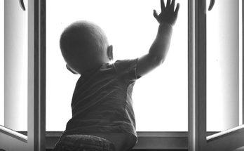 Как защитить детей от падения из окон