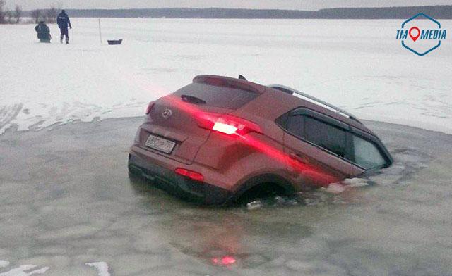 Лёд на Можайском водохранилище не выдержал машину