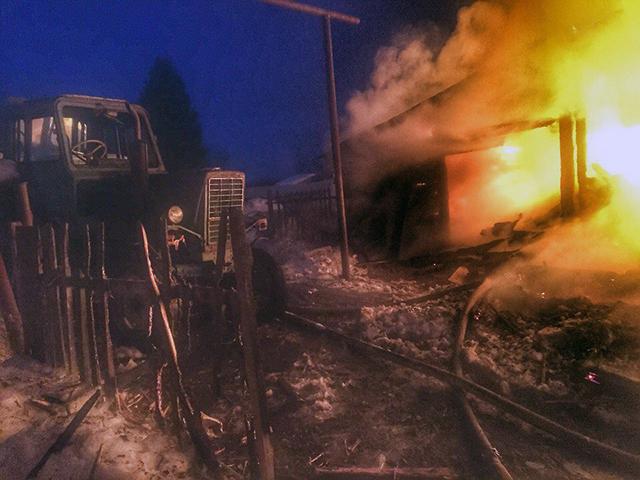 Пожар в Милятино: сгорел дом и трактор