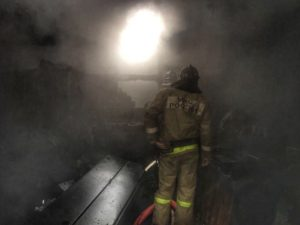 Пожар в гараже тушили два часа