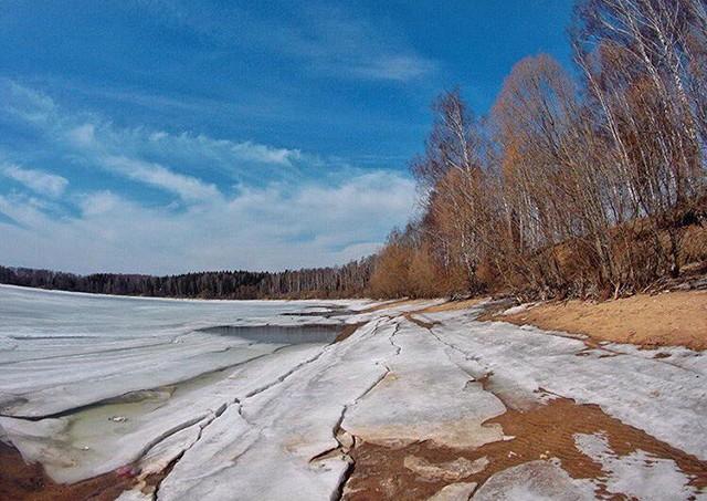 Толщина льда на Можайском водохранилище не пугает рыбаков